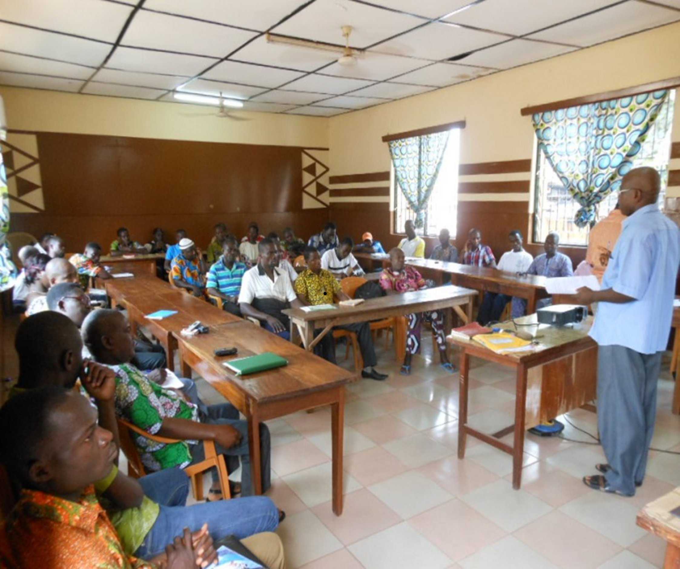 Presentation of the project Microcredit livestock by the head of the CREDI-Vo office